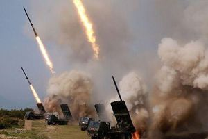 Chủ tịch Kim Jong Un trực tiếp thị sát vụ thử tên lửa mới nhất của Triều Tiên