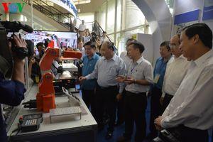 Hình ảnh: Thủ tướng gặp gỡ, lắng nghe ý kiến từ lao động kỹ thuật cao