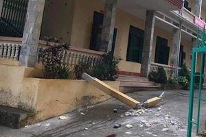 Hòa Bình: Nhiều học sinh bị cột bê tông trong trường rơi trúng đầu, 2 em chấn thương nặng nhập viện cấp cứu
