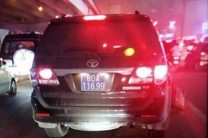 Tạm đình chỉ công tác Thượng sỹ công an lái xe biển xanh gây tai nạn rồi bỏ chạy