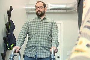 Bẻ cổ cho đỡ mỏi, người đàn ông bị đột quỵ vì rách động mạch