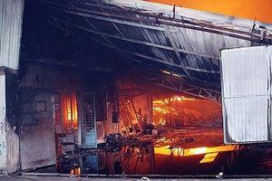 Khẩn trương điều tra, làm rõ nguyên nhân vụ cháy nhà kho chứa tài liệu xe buýt