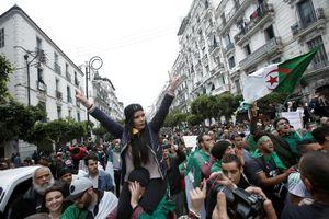 Algeria: Mưa đã tạnh nhưng mây chưa tan