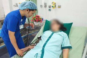 Uống thuốc giảm đau quá liều, nữ du khách nước ngoài nhập viện