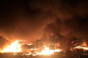 Cháy lớn khu phế liệu ở Bình Dương, hàng trăm công nhân tháo chạy
