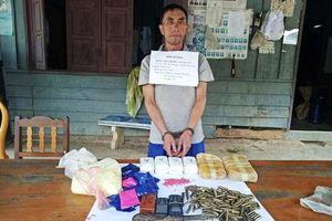 Thanh Hóa: Bắt đối tượng vận chuyển 12.000 viên ma túy cùng thuốc nổ và đạn