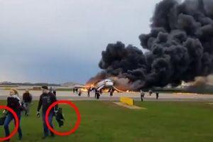 Bài học từ đoạn video sơ tán hành khách khỏi máy bay Nga bốc cháy