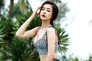 'Hoa hậu đẹp nhất Hàn Quốc' mặc trễ nải khoe đường cong gợi cảm