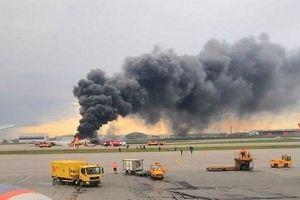 Máy bay chở khách bốc cháy ở sân bay Moskva, ít nhất 41 người thiệt mạng