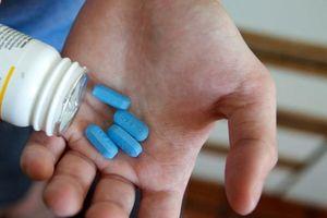 Cô gái uống thuốc phơi nhiễm HIV vì bị rạch bằng vật nhọn chảy máu