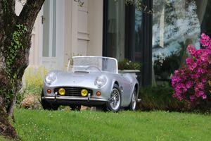 Chiếc 'tiểu' Ferrari hàng độc này sắp được bán đấu giá, dành riêng cho ai độc thân