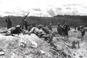 Ảnh đen trắng thảm cảnh của quân Pháp ở Điện Biên Phủ
