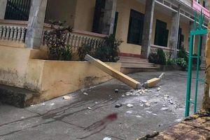 2 em học sinh bị thương nặng vì cột bê tông rơi trúng người