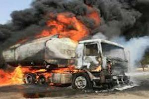 Xe bồn chở xăng phát nổ như bom, 55 người thiệt mạng