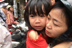 Nghệ An: Cháy trường mầm non lúc đang ngủ trưa, 300 cháu bé sợ hãi, bật khóc khi được giải cứu