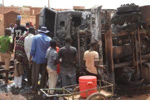 Nổ xe chở nhiên liệu ở Niger, hàng chục người chết vì lao vào hôi dầu