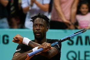 Madrid Open: Bạn trai lại chơi thăng hoa, 'mỹ nhân Ucraina' khen thả ga