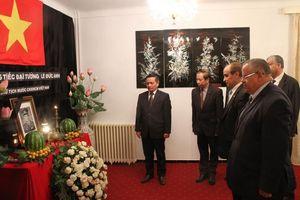 Lễ viếng nguyên Chủ tịch nước Lê Đức Anh tại Algeria và Romania