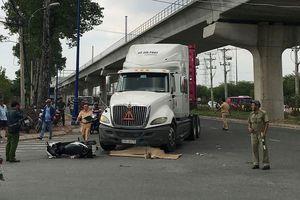 Bị xe container cuốn vào gầm, 2 người phụ nữ thương vong