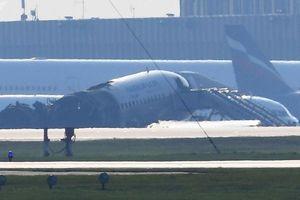 Khởi tố hình sự vụ cháy máy bay ở Nga, tìm thấy hộp đen SU1492