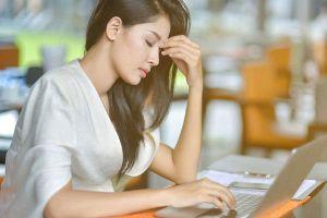 8 tiếng ngồi văn phòng tổn hại sức khỏe ra sao?