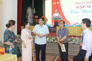 Bí thư Tỉnh ủy đề nghị các văn nghệ sỹ phát huy tốt phẩm chất của nhà nho, thầy đồ xứ Nghệ