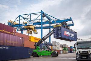 Đức lần đầu sử dụng xe tải điện vận chuyển container