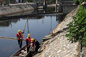 Lấy nước sông Hồng làm sạch sông Tô Lịch liệu có khả thi?