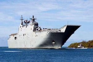 Siêu tàu đổ bộ tấn công Australia đến thăm Việt Nam