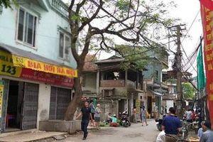 Hà Nội: Con trai nghi tâm thần đâm bố đẻ tử vong