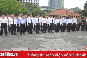 Đoàn đại biểu tỉnh Thanh Hóa dâng hương viếng Chủ tịch Hồ Chí Minh