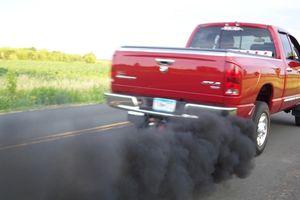 Khi xe bị ra khói đen thì cần kiểm tra bộ phận nào của xe?