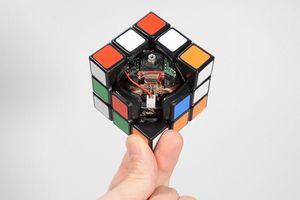 Rubik có khả năng tự giải