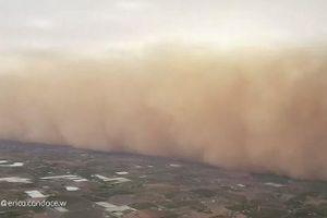 Kinh hoàng bão bụi khổng lồ ở Úc