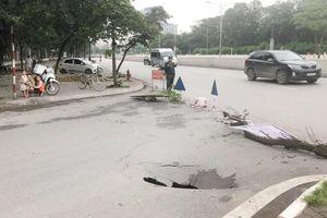 Xuất hiện hố 'tử thần' trên phố Trần Đại Nghĩa