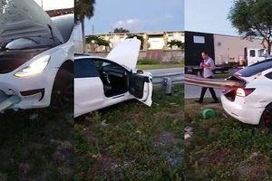 Bị lan can đường đâm xuyên qua ô tô, tài xế thoát chết khó tin