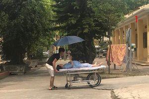Nóng trên mạng xã hội: Tan chảy khoảnh khắc vợ chồng chăm nhau khi đi đẻ