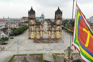 Toàn cảnh nhà thờ Bùi Chu 134 tuổi sắp được hạ giải nhìn từ flycam