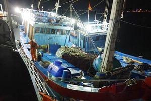 Cứu 16 ngư dân trên 2 tàu cá gặp nạn tại khu vực biển Hoàng Sa