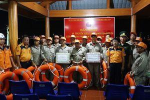 Xuyên đêm cứu 2 tàu cá Quảng Nam gặp nạn tại khu vực Hoàng Sa