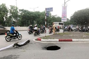 Hà Nội: Xuất hiện hố 'tử thần' trên mặt đường nút giao Trần Đại Nghĩa
