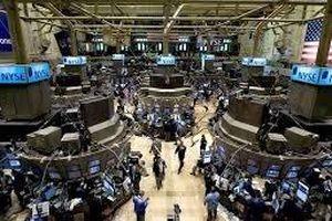 Lo ngại thuế quan của Mỹ, Dow Jones lao dốc hơn 450 điểm