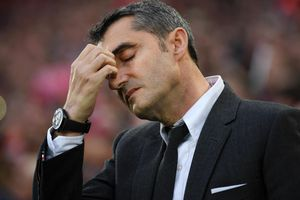 HLV Barca trước nguy cơ trả giá đắt vì thua tủi hổ Liverpool