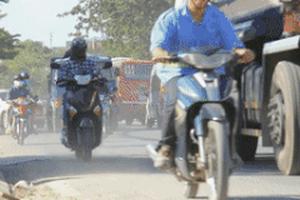Dân Sài Gòn tốn cả triệu tiền nước để giảm bụi đường
