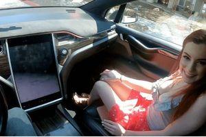 Diễn viên đóng khiêu dâm trên xe Tesla bị phản ứng dữ dội