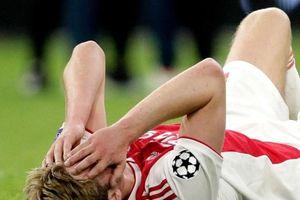 Thua đau Tottenham, sao Ajax ôm mặt khóc nức nở
