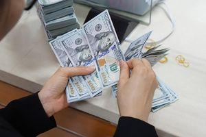 Giá USD tăng vọt