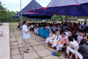 Buổi trò chuyện đặc biệt của Giáo sư Nguyễn Lân Dũng ở trường Nguyễn Hữu Thận