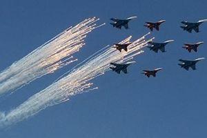 Moscow có mưa, Nga hủy màn trình diễn của máy bay tại Lễ duyệt binh