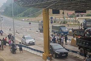 Vừa thu phí, BOT Hòa Lạc - Hòa Bình đã 'thất thủ' buộc phải xả trạm